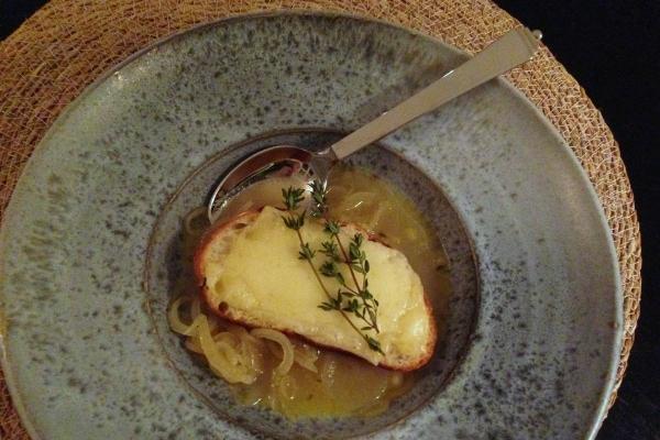 Løgsuppe fra Normandiet – Soupe á l´ Oignon á la Normande